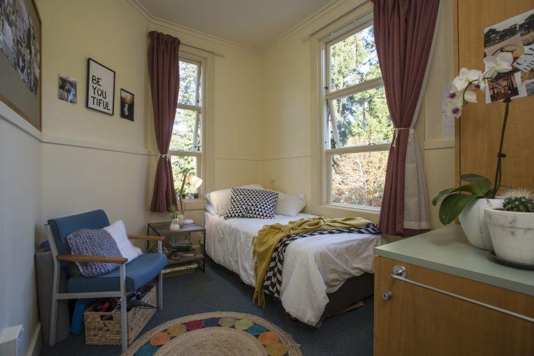 2390 Patient Bedroom